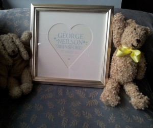 Gold profiled frame with heart mount for a baby name picture